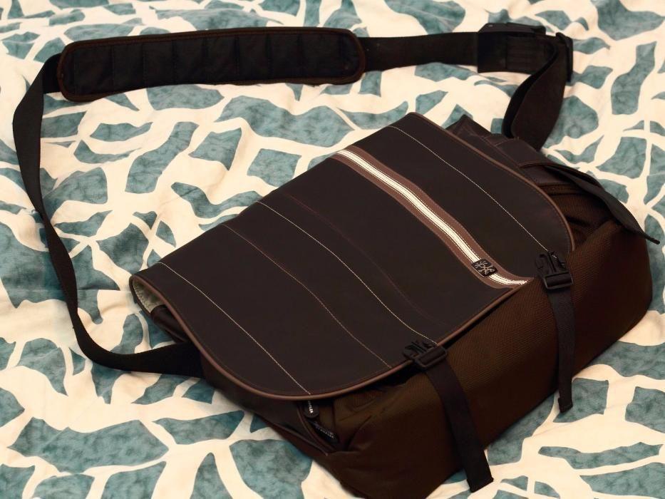 Страхотна маркова кожена чанта през рамо Crumpler