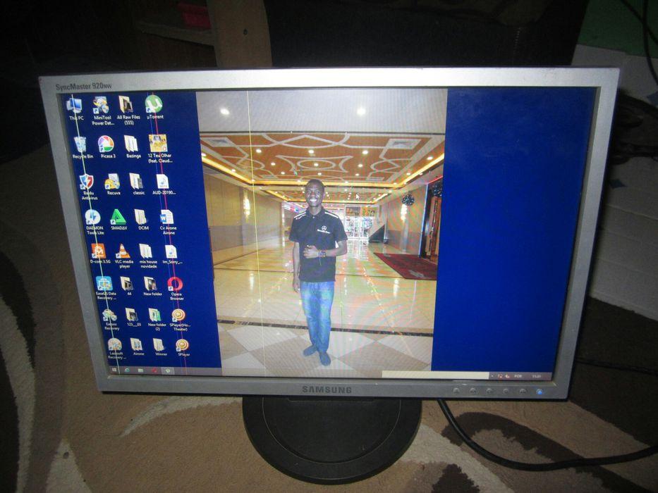 Monitor 19p lcd com umas barras que nao afecta o uso