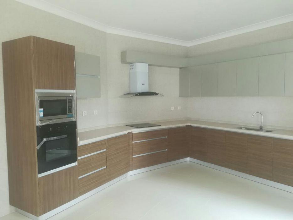 Super Apartamento t3 no Condominio karibu ao lado de gloria hotel