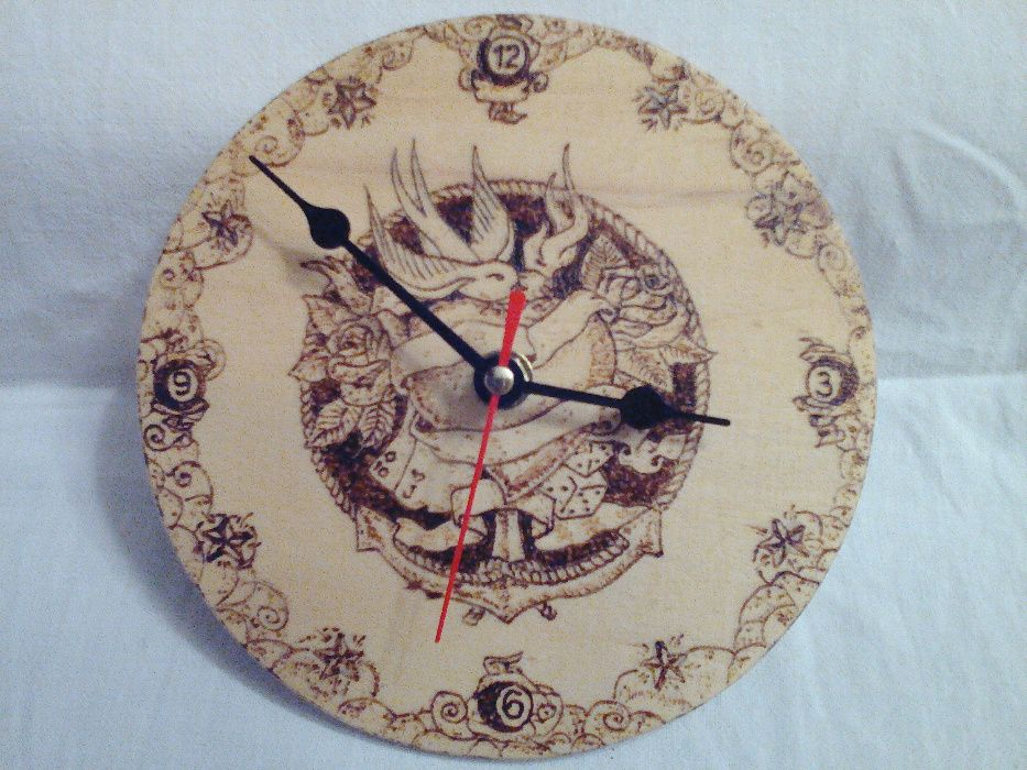 Часовници - ръчна изработка - пирографирани