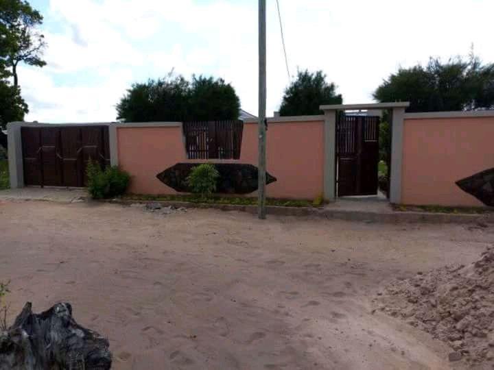 Vende-se uma bonita casa t. 2 em Muhalaze próximo ao mercado