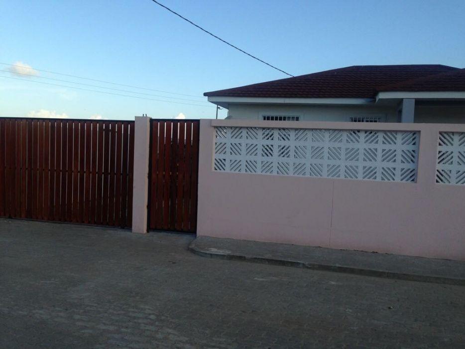 Vende se vivenda t2 luxuosa e com murro no condominio Projecto Intaka