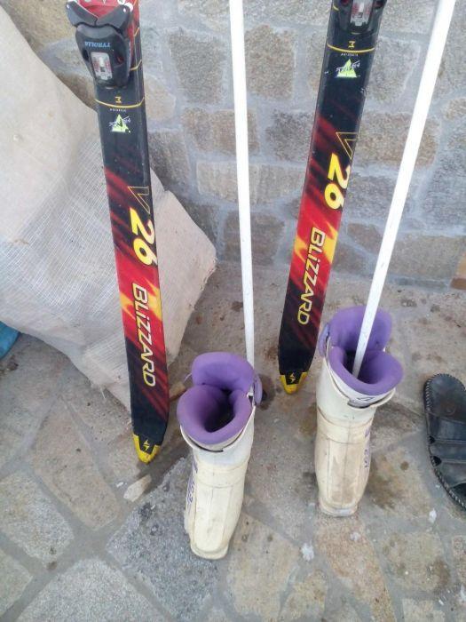 Ски комплект ски с автомати, ски обувки и щеки