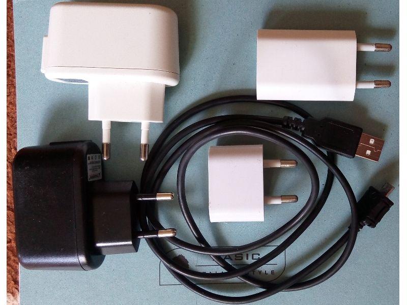 Incarcator + cablu date pentru smartphone