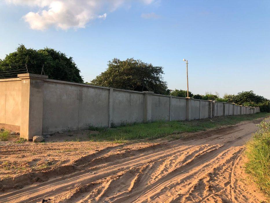Vende-se propriedade Traspassa-se 4 hectares bem frente a Praia Duat Bilene Macia - imagem 3