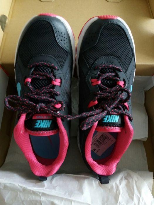 Нови оригинални дамски маратонки NIKE - размер 37,5