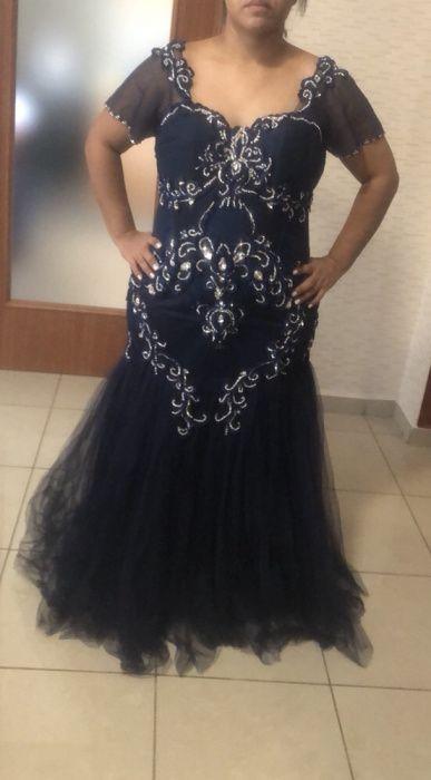 Vestido lindo para cerimônia. Formato de sereia.Tamanho L/XL