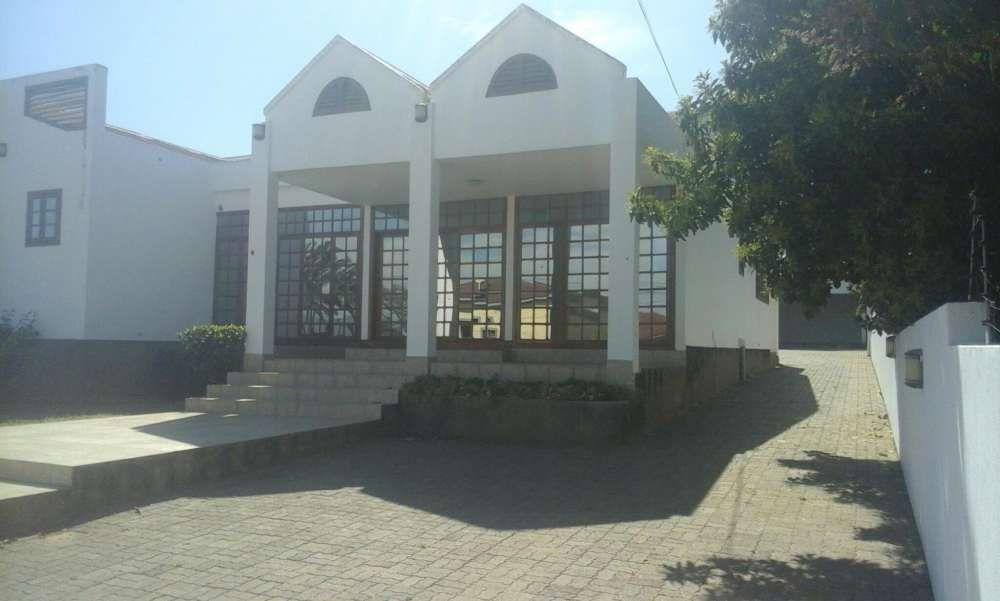 Arrenda se 1Casa na cidade de Matola perto do Sapar