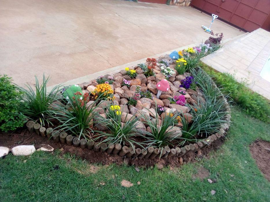 Faço aranjos divesos em jardins