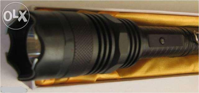 Lanterna cu electrosoc puternic autoaparare 1108.