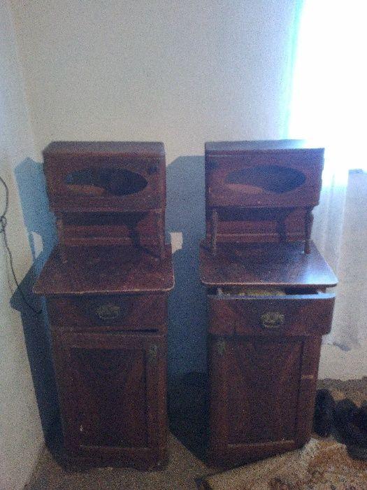 Dulapuri vechi din lemn masiv