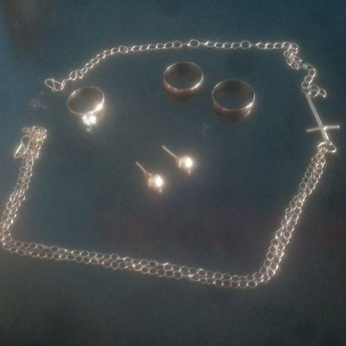 aneis,alianças,colares e brincos de ouro