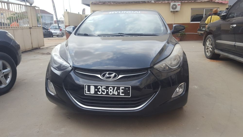 Hyundai Elantra full option automatico