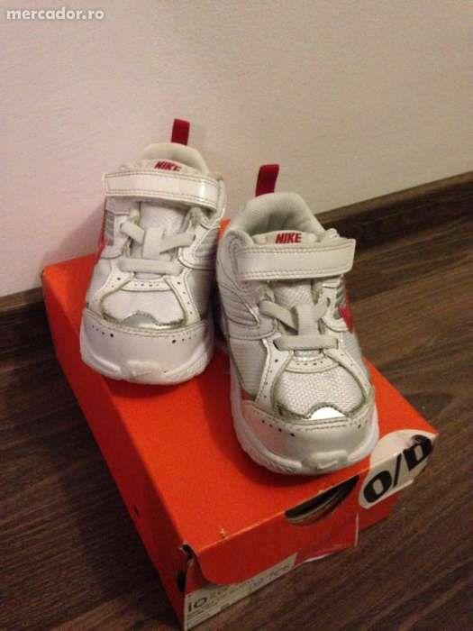 Pantofi sport Nike pt fetita - marimea 22,5 (aproape noi)
