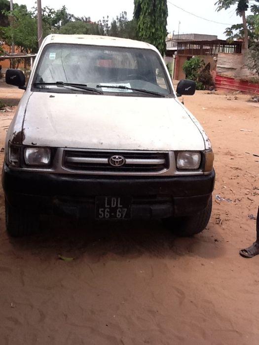 Toyota Hilux modelo antigo
