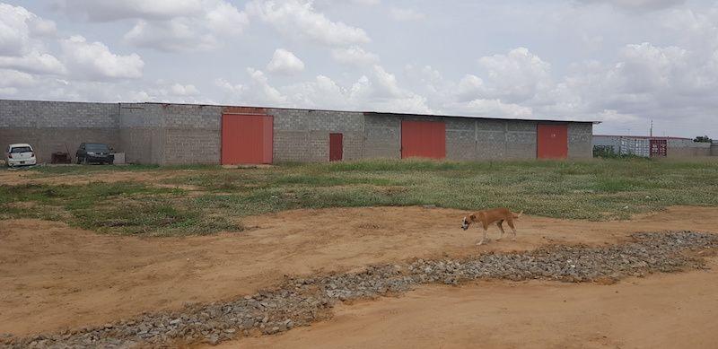 Vende-se Terreno E Armazéns Em Viana Zona Industrial