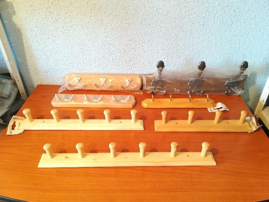 Cuiere perete fier si lemn cu 2 si 6 carlige pentru haine prosoape etc