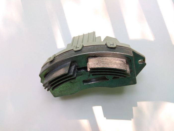 Реостат(резистор) вентилатор БМВ Е81/87/90/70 Valeo