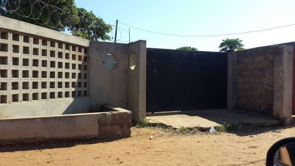 Vende se Terreno em malhampswene, 40/40, vedado com portões e murro