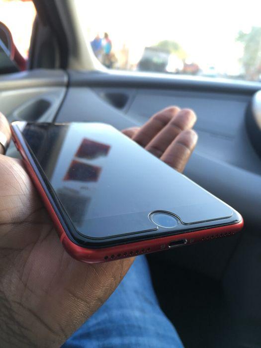 Iphone 8 plus 64GB red com algumas rachas bateria clean 92% aceito dif