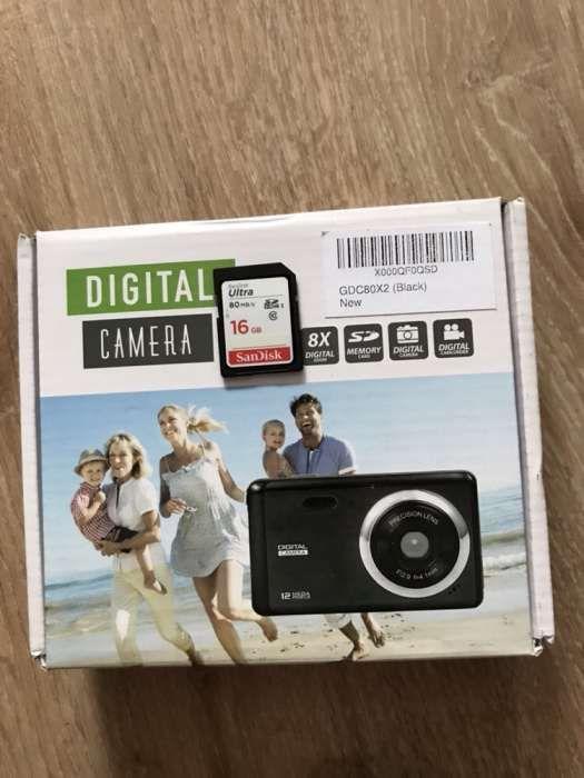 "Camera foto digitala 12megapixeli zoom 8x, LCD 3"", baterie 800mah noua"