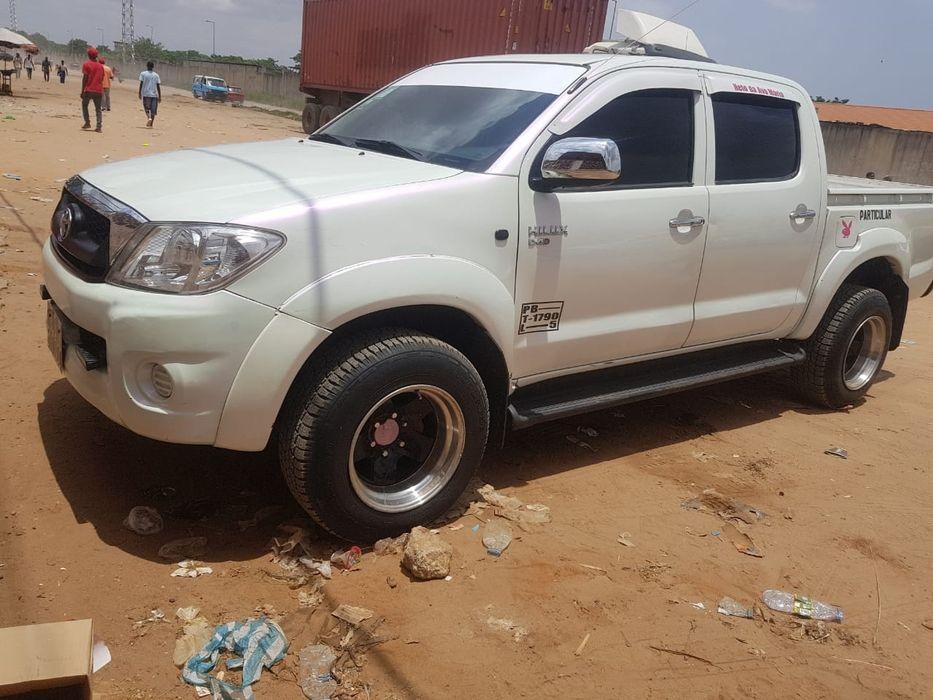 Vendo Toyota Hilux impecável