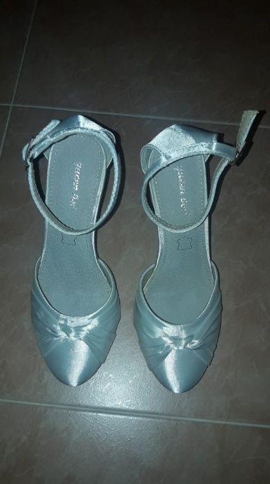 Елегентни официални сатенени обувки, нови! Номер: 38