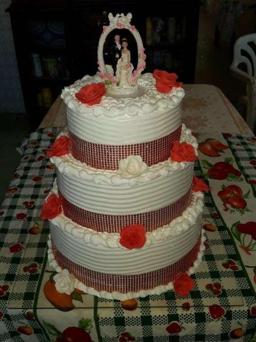 Bolos de aniversário/casamento e outros eventos