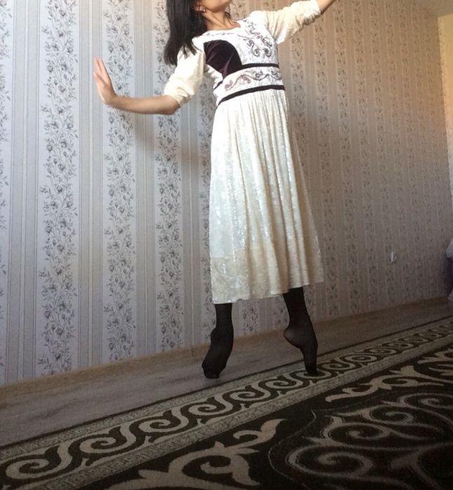 Продам платье с казахским орнаментом.