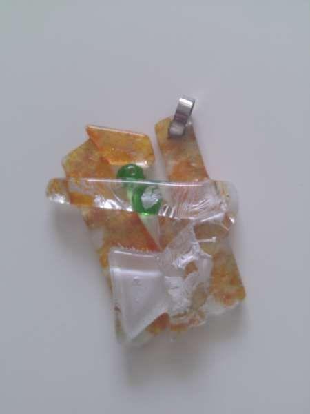 Handmade: Медальон от рециклирано стъкло