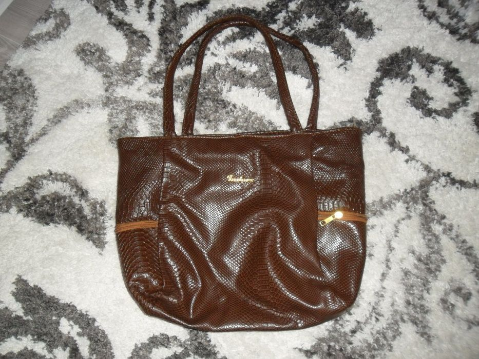 голяма и удобна дамска чанта