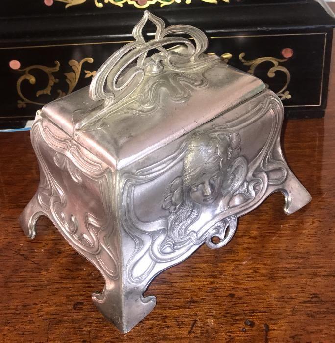 Nr.490 Caseta argintata de bijuterii, Art Nouveau, model WMF original