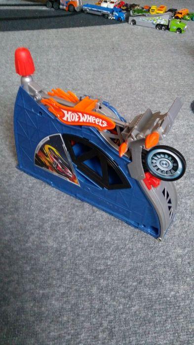 Hot Wheels писти и колички