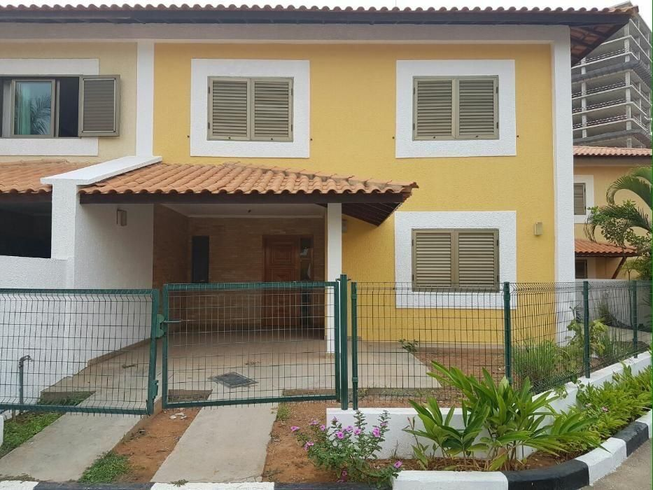 Vendemos casa t3 Rc+1º andar condomínio Brisas de Talatona