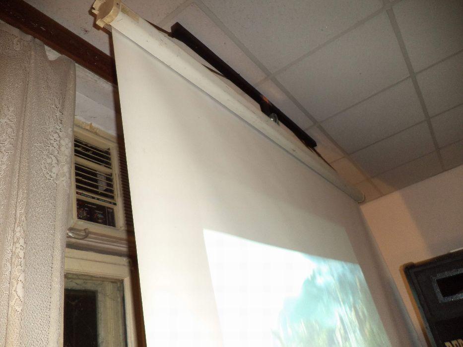 Ecran videoproiectie, 2x2 m, spate negru,prindere in partea de sus