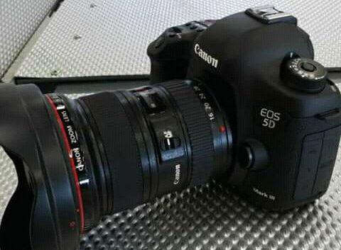 Câmera de marca Canon 5D Disponível