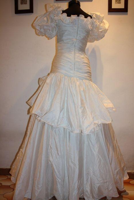 Doar astazi :Rochie noua,de mireasa confecționată din satin si tul