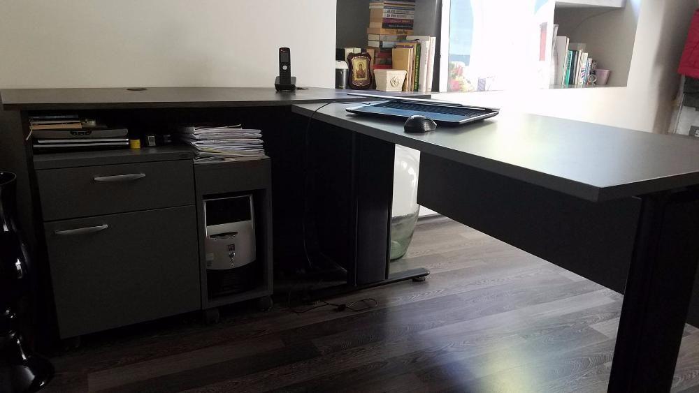 офисбюро с помощен ъгъл, контейнер, шкаф за компютър и отворена секция