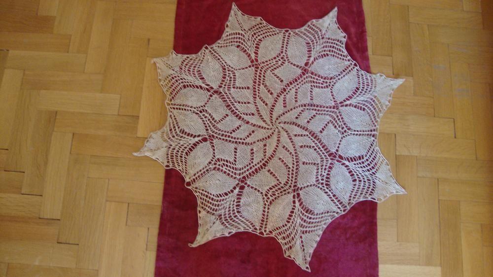 ръчно плетена кръгла покривка за маса