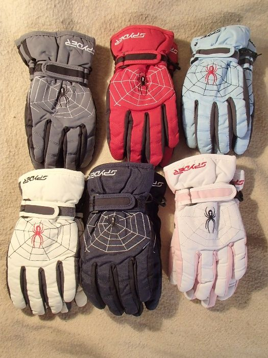 Продавам детски ръкавици с пръсти Spyder. Ръкавиците имат пристягане н