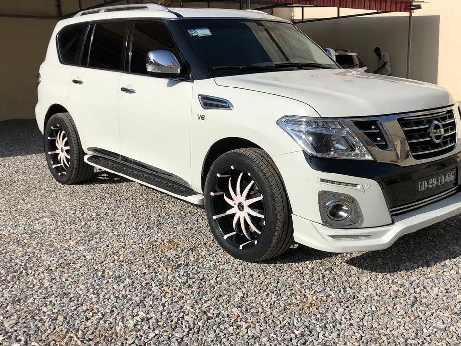 Vende-se Nissan Patrol com 38000 kms a dezassete milhões de kzs
