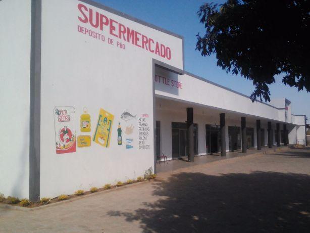 Lojas no Supermercado em Romao.