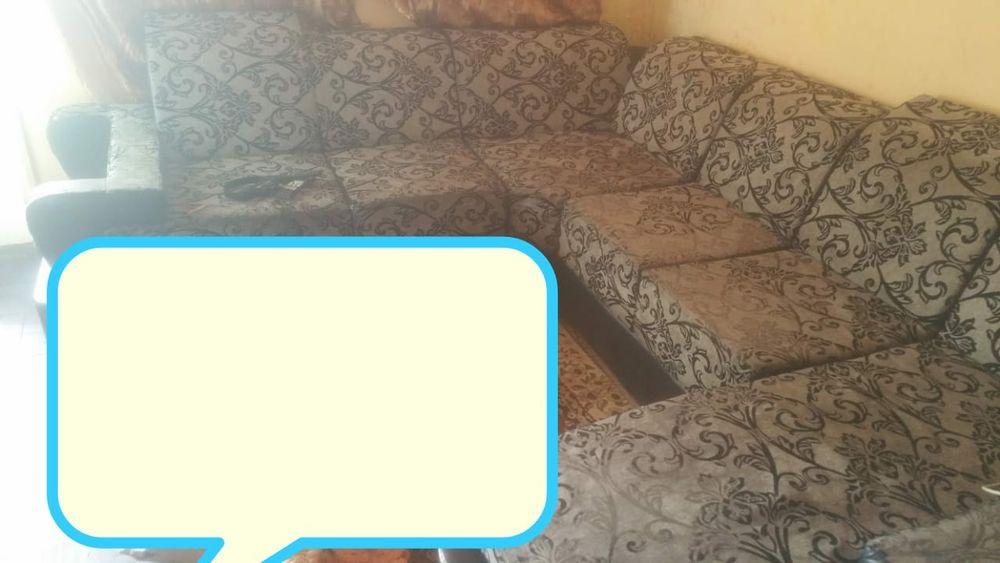Boa noite familia tenho este sofa 1 ano de uso com preco de banana Beira - imagem 1