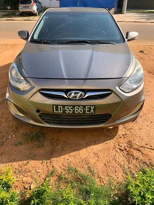 Vende-se hyundai accent lindo e limpo como mostra as fotos