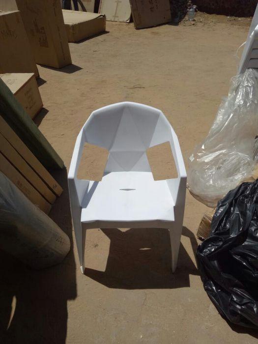 Cadeiras plásticas resistentes. Importadas.