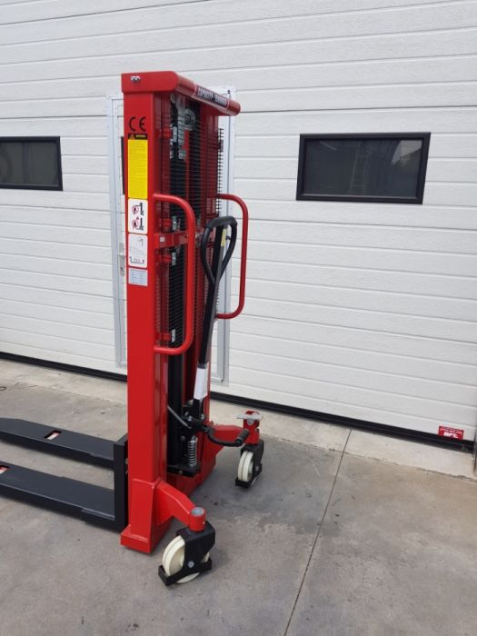 Stivuitor manual numit si transpaler manual cu catarg VALLIFT