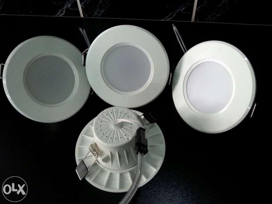 Vand 4 spoturi cu led consum 5W putere lumina 50W 150 lei neg