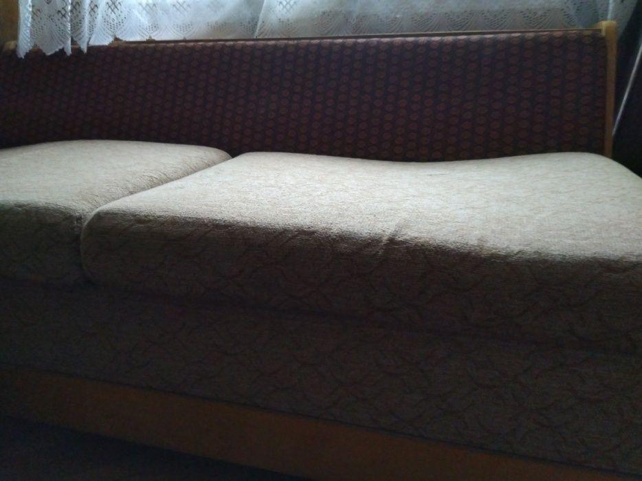 Двуместен разтегателен диван