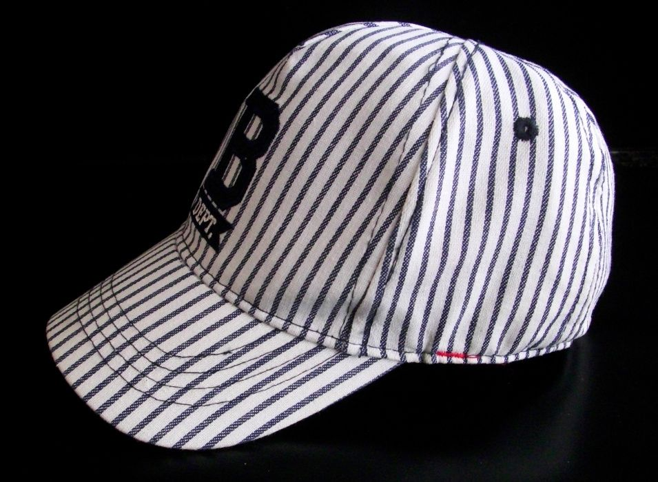 Детска шапка Н&М с извита козирка