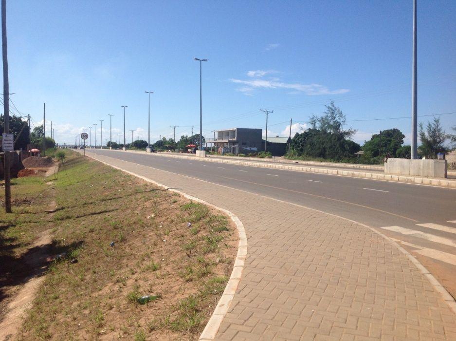 maputo-xihango . na berma da estrada. 45/60m=4.000.000mt negociaveis. Bairro Central - imagem 5